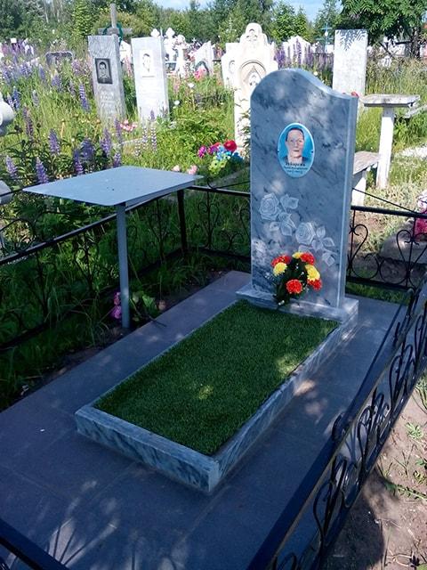 Надгробные памятники фото и цена из гранита Димитровград цена на памятники в перми туле